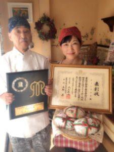 ウィンドミルを経営する夫婦の写真(左:伊藤 晴康さん、右:奥様)